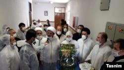 Ruhanilər Tehranda koronaviruslu xəstələrə baş çəkir