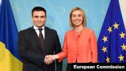 Павло Клімкін і Федеріка Моґеріні під час зустрічі у Брюсселі 7 вересня 2015 року