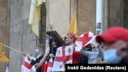 Акция сторонников оппозиции у парламента Грузии