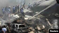 محل سقوط هواپیمای ارتش اندونزی در مدان. ۹ تیر ۱۳۹۴.