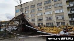 Последствия ураганного ветра в Севастополе, архивное фото