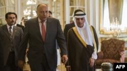 وزیر امور خارجه عربستان سعودی (راست) در کنار همتای مصری خود