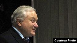 Рәшит Сүнәев