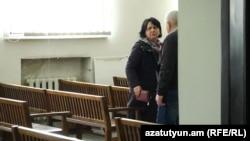 Ընտրակեղծարար՝ Ավանի թիվ 56 մանկապարտեզի տնօրեն Կարինե Ստեփանյանին չհաջողվեց խույս տալ տեսախցիկներից, 25-ը փետրվարի, 2016թ․