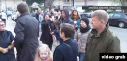 Черги з охочих проголосувати українців вишикувалися біля українського посольства у Брюсселі