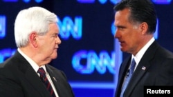 U.S. -- Republican presidential candidates Newt Gingrich (L) and Mitt Romney during a break in the Republican presidential candidates debate in Jacksonville, Florida, 26Jan2012