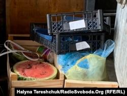 Викинуті продукти біля Стрийського ринку у Львові