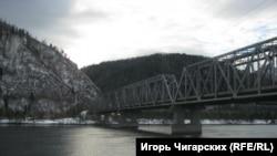 Мост через реку Енисей