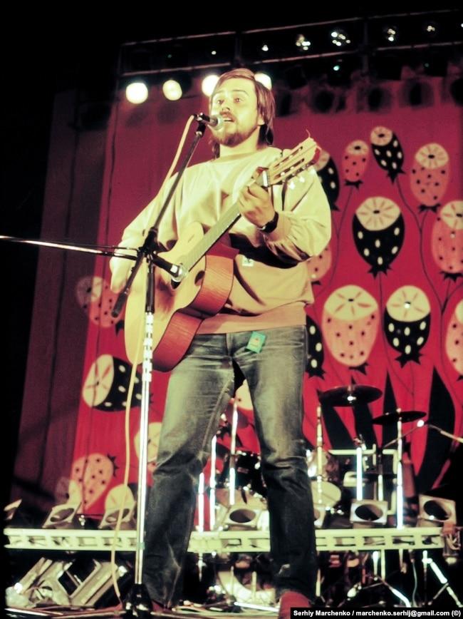 Український бард Андрій Панчишин під час першого фестивалю «Червона рута»