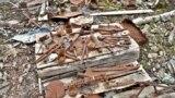 Инструменты, оставшиеся от узников ГУЛАГа в заброшенной урановой шахте в районе Кодара в северной части Забайкалья.