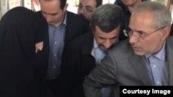 محمود احمدینژاد و هیات همراهش در بهشتزهرای تهران با اعتراض برخی از خانوادههای کشتهشدگان در جنگ سوریه مواجه شدند.