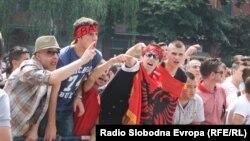 Протести на Албанци против полициската операција Монструм.
