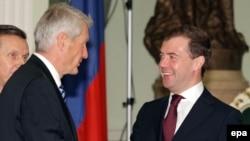 Турбьорн Ягланд встретился с Дмитрием Медведевым - и не встретился с Владимиром Путиным.