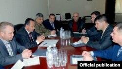 Armenia - Senior Armenian and Ukrainian defense officials meet in Yerevan, 19Apr2016.