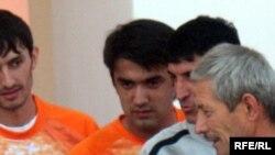 """Рустам Эмомали (в центре фото) в амплуа нападающего футбольного клуба """"Истиглол"""", Душанбе, 5 октября 2009 года"""