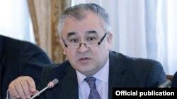 """Өмүрбек Текебаев, """"Ата Мекен"""" фракциясынын лидери"""