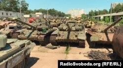 Танки на Київському бронетанковому заводі, які очікують ремонту або модернізації