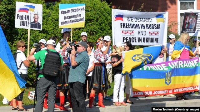 Одна з акцій протесту проти агресії Росії проти України. Оттава, серпень 2015 року