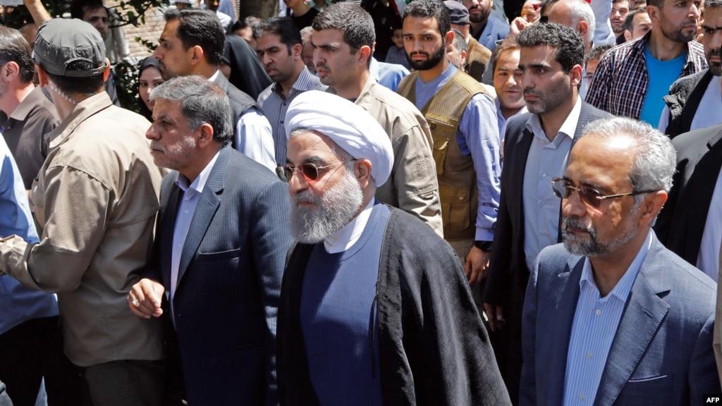 نزدیکان روحانی خواستار برخورد با شعاردهندگان علیه رئیس جمهور شدند