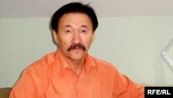 Саясаткер, журналист Жұмабай Доспанов. Атырау, қазан 2008 ж.