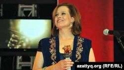 Сигурни Уивер, американская актриса, на церемонии награждения кинофестиваля «Евразия». Алматы, 23 сентября 2011 года.
