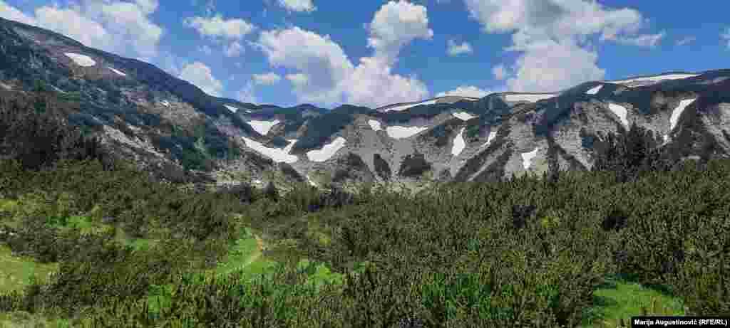 Planina Čvrsnica smještena je u sjevernom dijelu Hercegovine. Jedna je od najviših planina u BiH i dio je Parka prirode Blidinje.