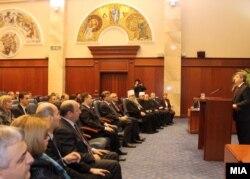 Gjatë fjalimit të presidentit Ivanov...
