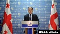 До вчерашнего дня мэр Тбилиси Давид Нармания отвечал отказом на призывы оппозиционеров из сакребуло ответить в городском парламенте на вопросы, связанные со скандалом вокруг Ботанического сада и прилегающих к нему территорий
