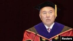 Нурсултан Назарбаев, президент Казахстана, выступает в университете в Сеуле, апрель 2010 года.