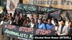 Pakistan -- Journalists in Quetta protesting the killing of Pashtun journalist Mukarram Khan Aatif by unknown militants on 17 January, 20Jan2012