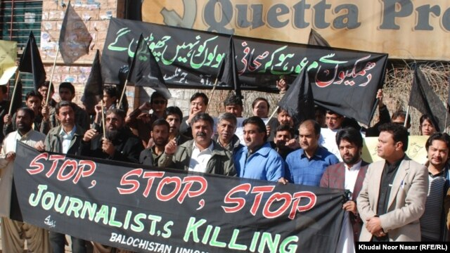 Pakistan -- Journalists protesting in Quetta against killing of Pashtun journalist Mukarram Khan Aatif by unknown militants on 17 January, 2012.
