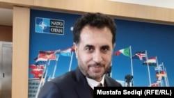 اسدالله خالد سرپرست وزارت دفاع افغانستان حین مصاحبه با رادیو آزادی در بروکسل. فبروری 13 2020