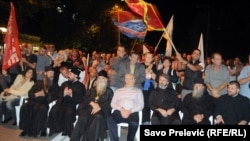 Mitropolit Amfilohije i srpski velikodostojnici na protestu DF-a 4. oktobra 2015