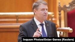 Președintele Klaus Iohannis adresîndu-se camerelor reunite ale Parlamentului