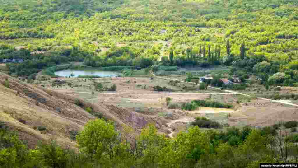 Вид на «Долину скифов», где ежегодно летом проводят фестивали-практики приезжие и местные йоги. В этом году мероприятия отменили из-за пандемии короновируса
