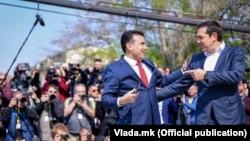 Kryeministri i Maqedonisë, Zoran Zaev dhe homologu i tij grek, Alexis Tsipras në Shkup.