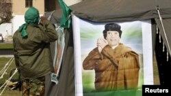 Kaddafä wepadar güýçler tarapyndan Al-Zawiýe şäherine alty ýerden hüjüm edilipdir.