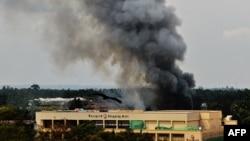"""Захваченное группировкой """"Аль-Шабаб"""" здание торгового центра Westgate в Найроби. 23 сентября 2013 года."""
