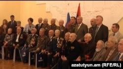 Ветеранов Великой Отечественной войны наградили в посольстве России в Ереване, 5 мая 2011 г.