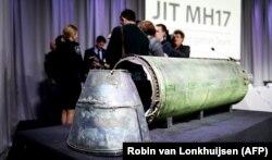 Оглашение очередных результатов расследования уничтоженного пассажирского самолета рейса MH17. На столе части ракеты российской установки «Бук», которая сбила «Боинг» на Донбассе летом 2014 года. Нидерланды, 24 мая 2018 года