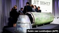 """Фрагмент ракеты, предположительно выпущенной из ракетного комплекса """"Бук"""" и сбившей Boeing над Донбассом."""