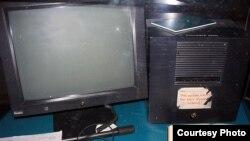 Рабочая станция NeXT, которая была использована Тимом Бернерсом-Ли в качестве первого веб-сервера Всемирной паутины. Музей Microcosm, CERN, кантон Женева, Швейцария.