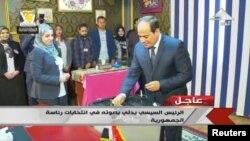 Abdel Fattah al-Sisi səs verir