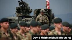 Грузиядағы НАТО-ның әскери жаттығуына қатысуға келген АҚШ сарбаздары.