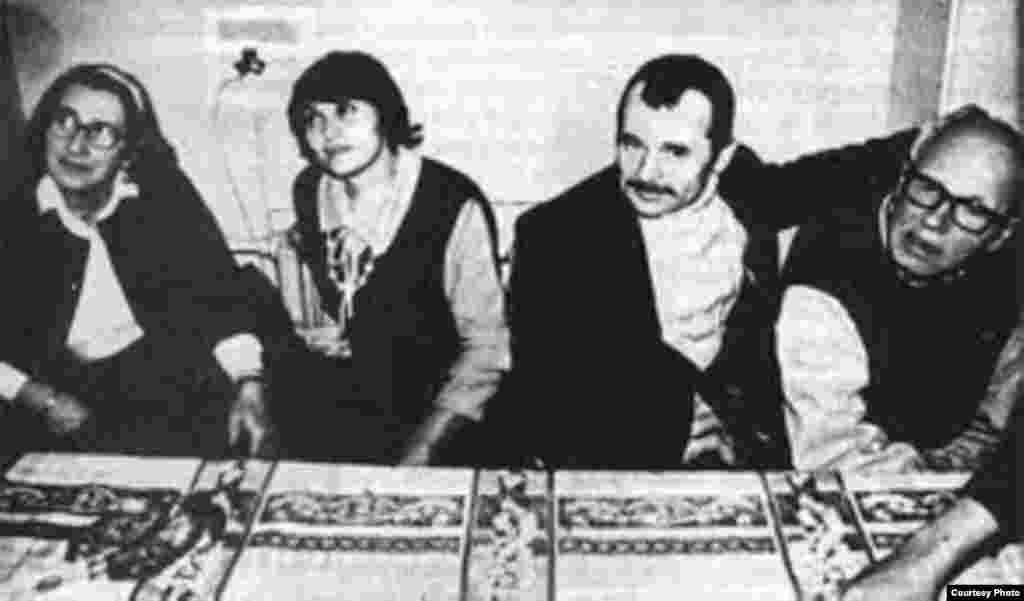 Mustafa Cemilev xanımı Safinar və insan haqları fəalları Andrey Saxarov və Olena Bonerlə birlikdə, 1986-cı il.
