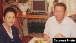 Санарбек Карымшаков жубайы менен