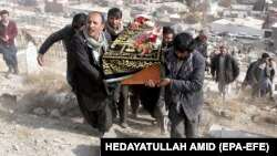 Funerali i një personi që ka vdekur pas sulmeve të përgjakshme në Kabul, foto nga arkivi