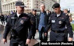 Peter Tatchell reținut de polițiști ruși