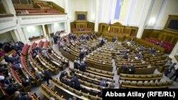 Депутаты Верховной Рады Украины на заседании.