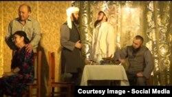 «Жиһадшыларға» қарсы «Шырмауық» атты қойылымның видеодан алынған скриншоты.
